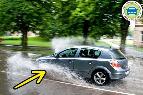 Điều khiển xe với tốc độ chậm
