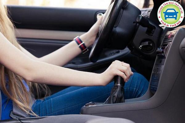 Cách lái xe an toàn nhất