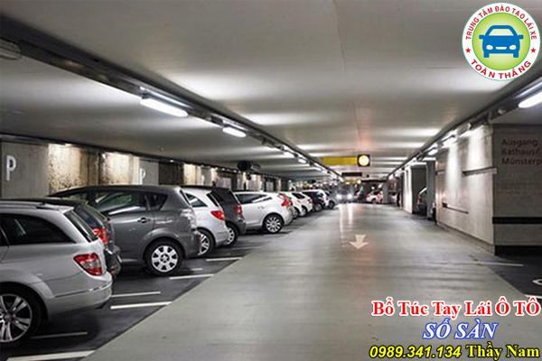 Cách đỗ xe vào bãi xe