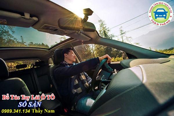 lái xe ô tô đường đồi núi