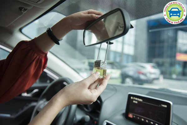 Túi thơm giúp xua tan mùi xe mới trong cả chặng đường dài