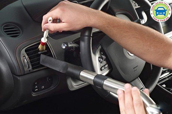 Cách khử mùi hôi trong xe ô tô - vệ sinh xe