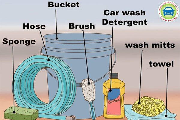 chuẩn bị dụng cụ rửa xe ô tô