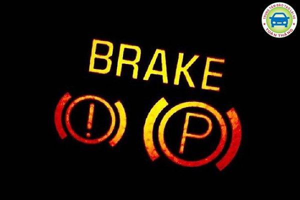 Đèn cảnh báo sáng má phanh ô tô