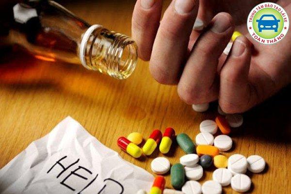 Uống thuốc giải rượu
