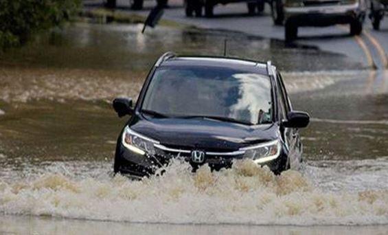 Lái xe đường ngập nước